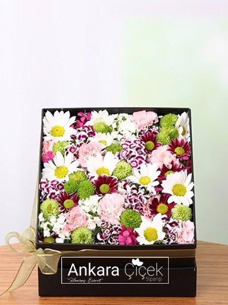 Kutuda Karışık Çiçekler