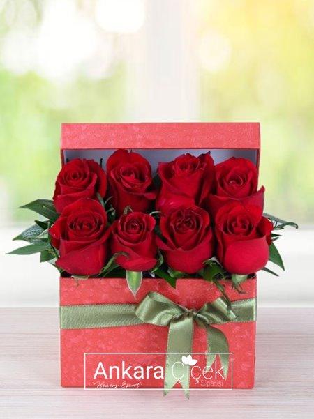 Kırmızı Kutuda Güller