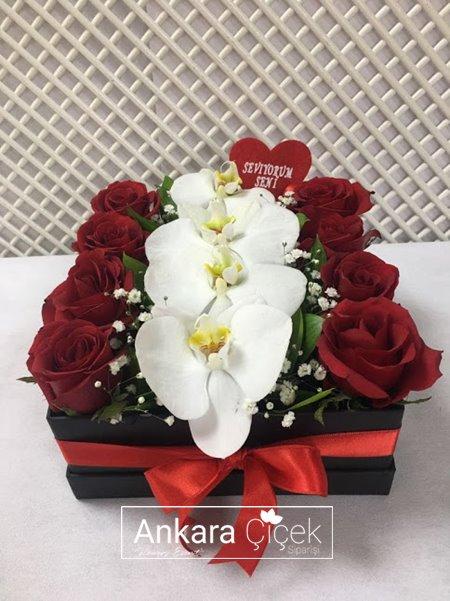 Kutuda Orkide Kırmızı Gül