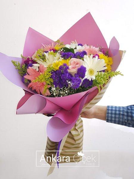 Renkli Kır Çiçek Buketi